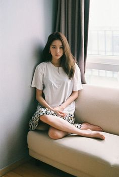 Lee Sung-kyung 이성경 (born August is a South Korean model and actress. She is known for her roles in different dramas such as It's Okay, That's Love Cheese in theTrap Doctors Asian Fashion, Look Fashion, Asian Woman, Asian Girl, Weightlifting Fairy Kim Bok Joo, Style Outfits, Korean Celebrities, Korean Actresses, Korean Actors
