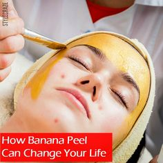 Ever wondered what could be that one ingredient which can give you instant respite from the painful mosquito bites? Well, it's the banana peel. Skin Secrets, Beauty Secrets, Beauty Hacks, Facial Skin Care, Facial Diy, Beauty Care, Hair Beauty, Diy Beauty Projects, Organic Beauty