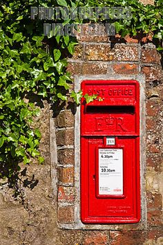 british mailboxes   British mailbox built in to a brick wall , Brading , Isle of Wight ... Antique Mailbox, Letter Boxes, Friendly Letter, Mail Boxes, Pub Signs, Cottage In The Woods, Post Box, Isle Of Wight, New Home Designs