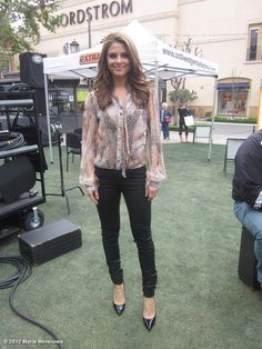 Maria Menounous' @extratv look of the day: jeans @habitualdenim, top @aryn_k