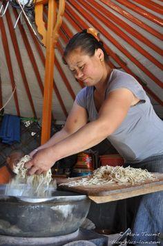 Mongolie : pâtes express.                                                                                                                                                     Plus