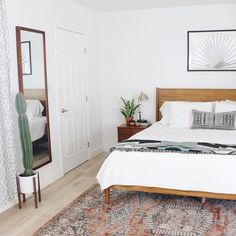 Modern master bedroom trends for clean mid century design ideas houzz Simple Bedroom Decor, Modern Bedroom Design, Home Decor Bedroom, Bedroom Ideas, Warm Bedroom, Bedroom Plants, Bedroom Inspiration, Budget Bedroom, Modern Design