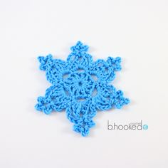 Crochet Snowflakes - Free Pattern and Video Tutorial Free Crochet Snowflake Patterns, Christmas Crochet Patterns, Crochet Stars, Holiday Crochet, Crochet Snowflakes, Thread Crochet, Crochet Gifts, Crochet Motif, Easy Crochet