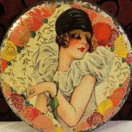 This little antique tin box from the early 1900s is a rare find from Germany. Art Nouveau Tin
