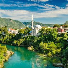 Today the iconic Koski Mehmed Pasha Mosque is probably among the most famous monuments in Mostar, surrounded by beautiful turquoise waters of Neretva river. Visit our website: www.tourguidemostar.com #architecture #photography #travel #travelworld #tara #halebija #oldbridge #oldtown #mostar #tourguidemostar #neretva