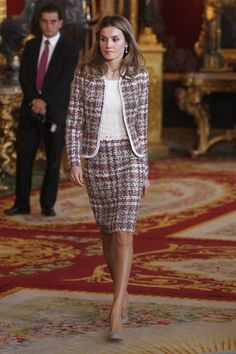 En 2012, con un traje de chaqueta y falda de tweed. - Analizamos el look de Letizia en el Día de la Hispanidad