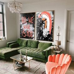 Colourful Living Room, Retro Living Rooms, Quirky Living Room Ideas, Living Room Decor Green, Living Room Vintage, Jungle Living Room Decor, Cozy Eclectic Living Room, Colorful Couch, Colorful Apartment