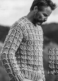 Men's chunky knit sweater - love older men Love Knitting, Hand Knitting, Knitting Patterns, Mode Man, Moda Blog, Mode Masculine, Mans World, Stylish Men, Pulls