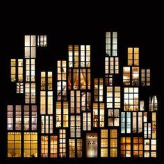"""Ao falarmos sobre os """"entres"""", eu pense nas paredes que dividem um apartamento e outro na cidade."""