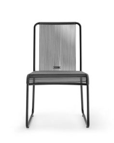 The classic string chair finds in the HARP collection a new contemporary and completely revised expression. HARP is an icon for RODA , extremely cross and refined, suitable for any environment. HARP is a celebration of a craf Pool Furniture, Furniture Design, Outdoor Furniture, Sofa Tables, Sofa Chair, Outdoor Chairs, Indoor Outdoor, Outdoor Decor, Fireplace Set