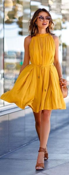 If you are hunting for some cute spring outfits inspirations, then look no further. We have compiled a list of never-to-fail outfits that would let you