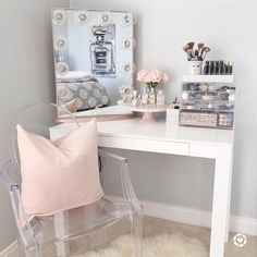 If you love makeup, then you need a makeup vanity table. A vanity table will keep all your makeup organized and will give you a comfortable place to apply it. You can create a makeup area that suits your style. My New Room, My Room, Vanity Room, Vanity Mirrors, Vanity Set, Bedroom With Vanity, Vanity In Closet, Teen Vanity, White Vanity Mirror