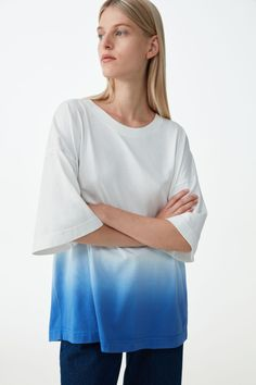 RELAXED ORGANIC COTTON T-SHIRT - White / blue - T-shirts - COS GB