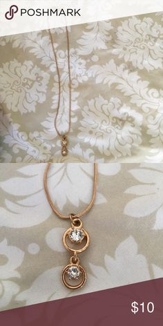 Necklace Pretty gold colored necklace! Hardly ever worn! Jewelry Necklaces