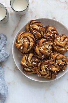 Kanelboller (Bollos de canela suecos | Swedish Cinnamon Buns) | FOOD AND COOK