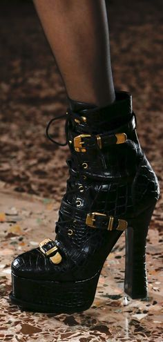 1568dfcb731 Fall 2018 RTW Versace Shoes Sandals
