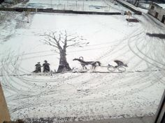 校庭の雪に書いた絵? the picture of somebody drew on the playground.