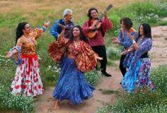 """Dance - Romani Gypsy band """"Svenko"""" from Russia. Gypsy Life, Gypsy Soul, Boho Gypsy, Des Femmes D Gitanes, Gypsy Musical, Motif Music, Gypsy Culture, Gypsy Women, Gypsy Girls"""