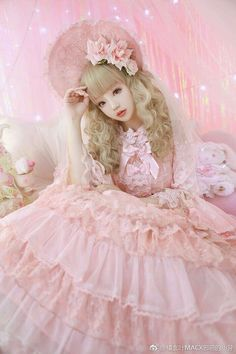 Pretty in Pink♡♡♡♡♡ Dolly Fashion, Quirky Fashion, Lolita Fashion, Pink Fashion, Cute Fashion, Style Kawaii, Looks Kawaii, Mode Kawaii, Japanese Street Fashion