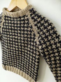 Som jeg skrev i mit forrige indlæg , kopierede jeg det fine mønster til Sigurds sweater fra TV-serien Matador. Da jeg ingen mønster ha...