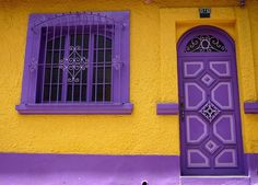 Yellow and purple house colors! Mellow Yellow, Purple Yellow, Shades Of Purple, Bright Yellow, Purple Door, Yellow Doors, Design Lab, Cool Doors, Yellow Houses
