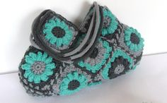 Turquoise flower crochet handbag knitting bag shoulder    I would love to be able to make this someday