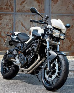 Not a big fan of Roadster but that face is pretty cool ! Could be cool for a first motorcycle ! - BMW F800R -