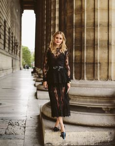 Olivia Palermo in a black lace dress Estilo Olivia Palermo, Olivia Palermo Lookbook, Olivia Palermo Style, Mode Outfits, Stylish Outfits, Dress Rental, Street Style, Fashion Brands, Fashion Tips
