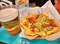 Caña y nachos