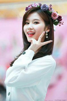 Twice-Sana 180429 Fansign Event Kpop Girl Groups, Korean Girl Groups, Kpop Girls, Nayeon, Beautiful Girl Hd Wallpaper, Sana Cute, Divas, Sana Momo, Sana Minatozaki