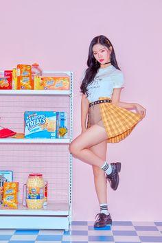Kpop Girl Groups, Korean Girl Groups, Kpop Girls, Guan Lin, Fandom, Fans Cafe, Contemporary Dance, Mini Albums, Favorite Color