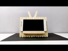 Mobile stand homemade with ice cream sticks Wood Sticks Crafts, Diy Popsicle Stick Crafts, Popsicle Sticks, Craft Sticks, Cd Crafts, Diy Crafts Hacks, Diy Home Crafts, Easy Crafts, Pop Stick