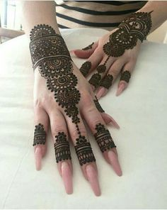 As the time evolved mehndi designs also evolved. Now, women can never think of any occasion without mehndi. Let's check some Karva Chauth mehndi designs. Henna Hand Designs, Eid Mehndi Designs, Mehndi Designs Finger, Modern Henna Designs, Mehndi Designs For Fingers, Wedding Mehndi Designs, Mehndi Design Pictures, Latest Mehndi Designs, Beautiful Henna Designs