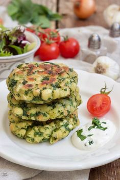 Bärlauchlaibchen mit Knoblauchdip – Rezept Wild garlic loaf recipe – wild garlic loaf with garlic dip, easy and quick to make. // Wild Garlic Pancakes Recipe // Sweets & Lifestyle®️️️ # bear's garlic # bear's garlic loaf # bear's garlic buffer Garlic Loaf Recipe, Garlic Dip, Wild Garlic, Vegetarian Recipes Dinner, Lunch Recipes, Breakfast Recipes, Dip Recipes, Appetizer Recipes, Vegan Recipes