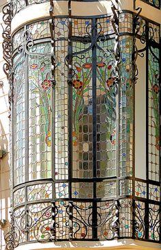 Stained glass Art Nouveau windows in Barcelona - Casa Cama i Escurra, Architect: Francesc Berenguer i Mestres Architecture Art Nouveau, Beautiful Architecture, Beautiful Buildings, Art And Architecture, Architecture Details, Architecture Visualization, Leaded Glass, Stained Glass Art, Stained Glass Windows