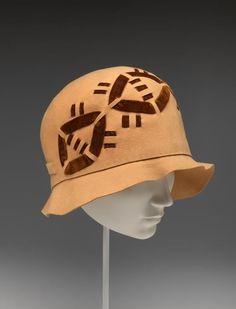 Circa 1928 cloche by JAUNTÉE PLAYTIME HATS, California (milliner