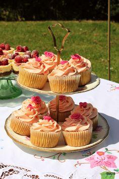 Rose cupcakes at a High Tea Picnic #hightea #cupcakes