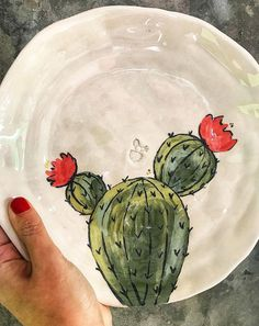 Cactus Painted Ceramic Plates, Hand Painted Ceramics, Ceramic Painting, Ceramic Pottery, Pottery Art, Cactus Painting, Cactus Art, Cactus Plants, Ceramic Cafe