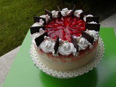 Jahodová torta s pribináčkovým a mascarpone krémom, recept, Torty | Tortyodmamy.sk Cake, Desserts, Food, Hampers, Mascarpone, Tailgate Desserts, Deserts, Kuchen, Essen