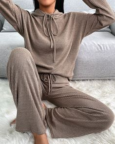 Trend Fashion, Fashion Outfits, College Girl Outfits, Winter Outfits, Casual Outfits, Sleep Dress, Cutout Dress, Drawstring Pants, Pajama Set