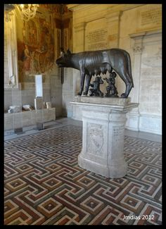 Here we can see one of the most famous sculptures of the world, the symbol of Rome inside Capitoline Museum.