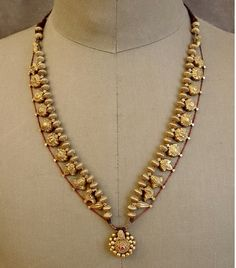 """Terrific Photos Bridal Jewelry maharashtrian Suggestions When it comes to model, all people are for smashing the so-called """"rules. Antique Necklace, Antique Jewelry, Silver Jewelry, Antique Gold, Silver Ring, Jewelry Rings, Jewelery, Necklace Set, Beaded Necklace"""