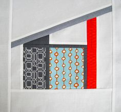 Final block size is x inches A tutorial for this mid-century modern bungalow All the measurements are approximate. Tutorial for Mod House block 2 is here House Quilt Patterns, House Quilt Block, Modern Quilt Patterns, Modern Quilting, Fabric Patterns, Modern Quilt Blocks, Quilt Modernen, Foundation Paper Piecing, Landscape Quilts