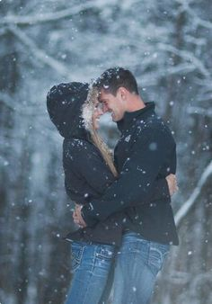 We're Totally Obsessed With These Winter Engagement Photo Outfit Ideas Winter Engagement Photos, Engagement Photo Outfits, Fall Engagement, Engagement Couple, Engagement Shoots, Engagement Ideas, Winter Photography, Couple Photography, Engagement Photography