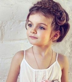 Little Girl Hairstyles - Braided Headband - Easy Elegant Hairstyles Kids Girl Haircuts, Kids Hairstyles Boys, Boy Hairstyles, Pretty Hairstyles, Toddler Haircuts, Elegant Hairstyles, Short Curly Weave Hairstyles, Braids For Short Hair, Girl Short Hair