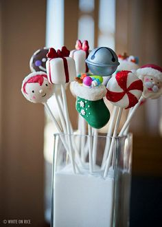 Christmas Cake Pops by Bakerella, via Flickr  Somebody make these for me, heaven knows I'll never make them look that good!