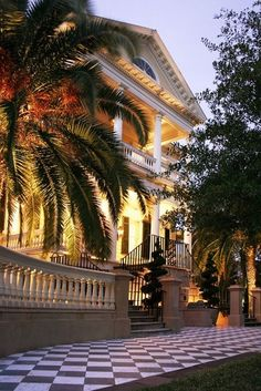 The Gaillard-Bennett House on 60 Montagu Street in Charleston, South Carolina is one of the most historic homes in the region. The Places Youll Go, Places To Go, Beautiful Homes, Beautiful Places, Southern Homes, Southern Charm, Southern Living, Southern Style, Home Living