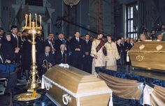 The Burial ceremony of the remains of HIM Tsar Nicholas II, Empress Alexandra and their daughters Olga, Tatyana and Anastasia in Romanov Family Execution, Peter And Paul Cathedral, Tsar Nicholas Ii, Momento Mori, Russian Orthodox, Imperial Russia, Historical Photos, True Stories, Anastasia Romanov