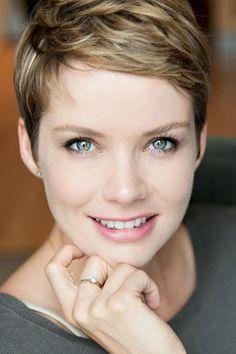 Andrea Osvárt - Profile Images