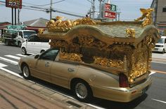 """Noticias Curiosas: """"La grúa municipal se lleva un coche fúnebre con un ataúd en su interior"""